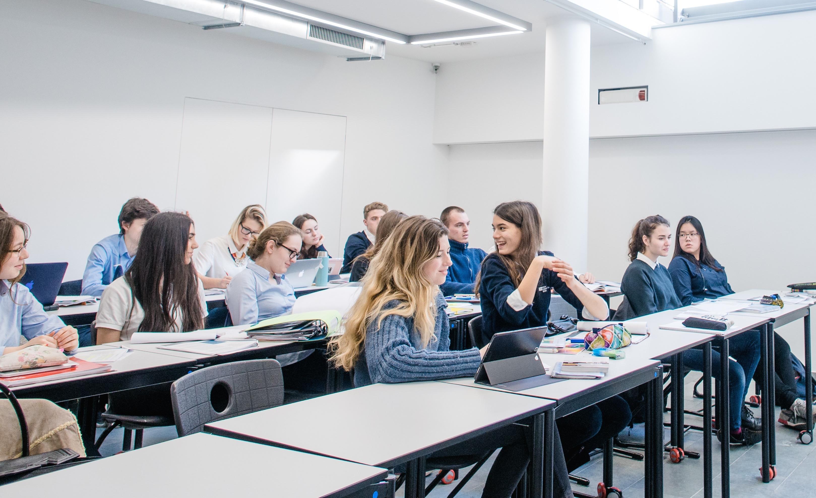 bilingual abitur scholarships berlin cosmopolitan school. Black Bedroom Furniture Sets. Home Design Ideas