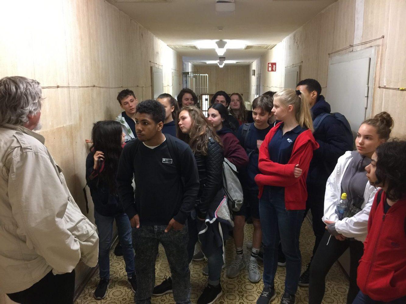 9. Klassen besuchen Stasi-Gefängnis - Berlin Cosmopolitan School