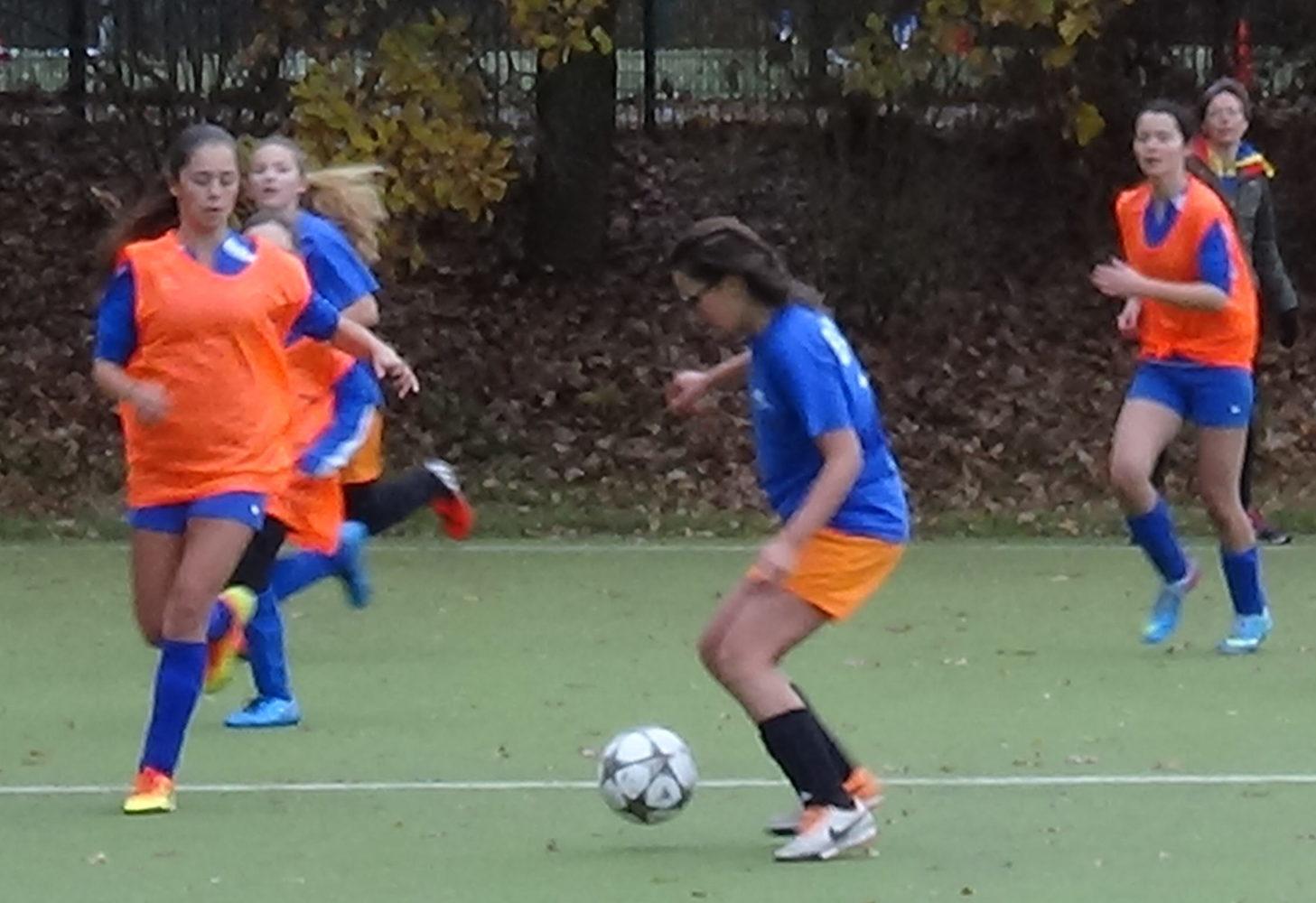 Soccer_Fußball_girls_berlin cosmopolitan school