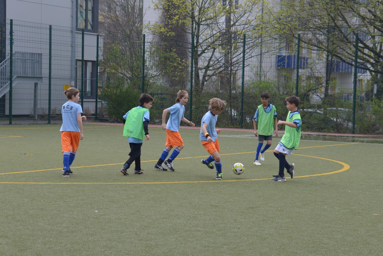 Berlin Cosmopolitan School_soccer-Fußball_girls_boys